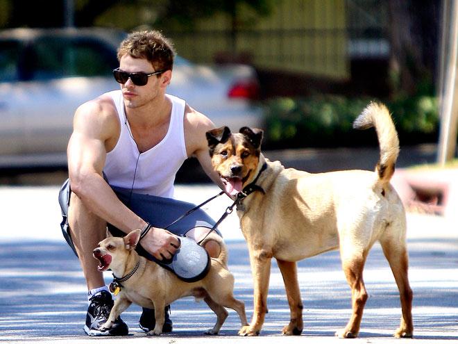 愛犬家としても知られるケレンさん。シェルターから譲渡した2匹の愛犬と共によくランニングしている姿がみられます♥アメリカのセレブはあまり純血種にこだわらず、いわゆる雑種と暮らす方が多くいる印象を受けます☆
